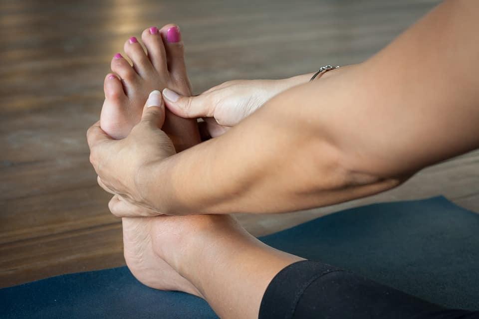 moisture and nourishing and repair cracked heels calluses